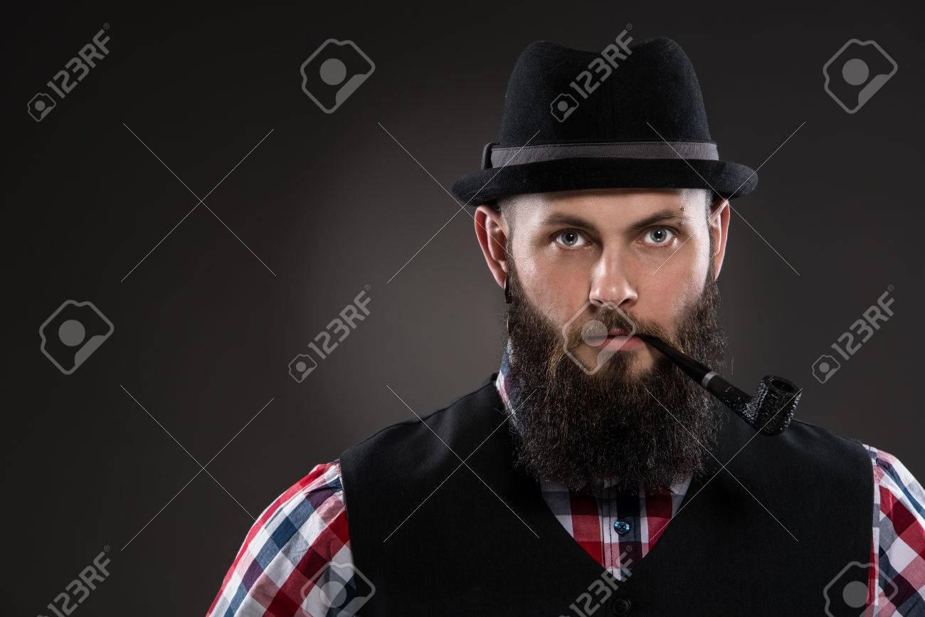 hommes noirs donnant des pipes