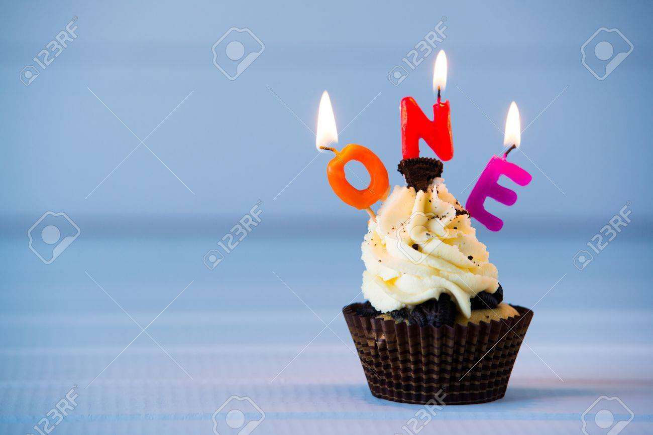 Geburtstag Des Kuchen Kuchen Mit Einem Kerzen Fur 1 Ersten