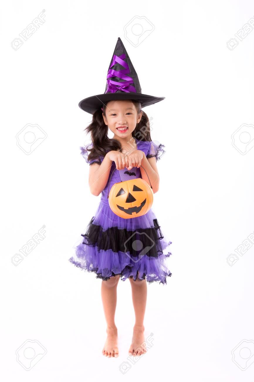 Halloween Kostuum.Weinig Heks Meisje Kostuum Poseren Voor Halloween Op Een