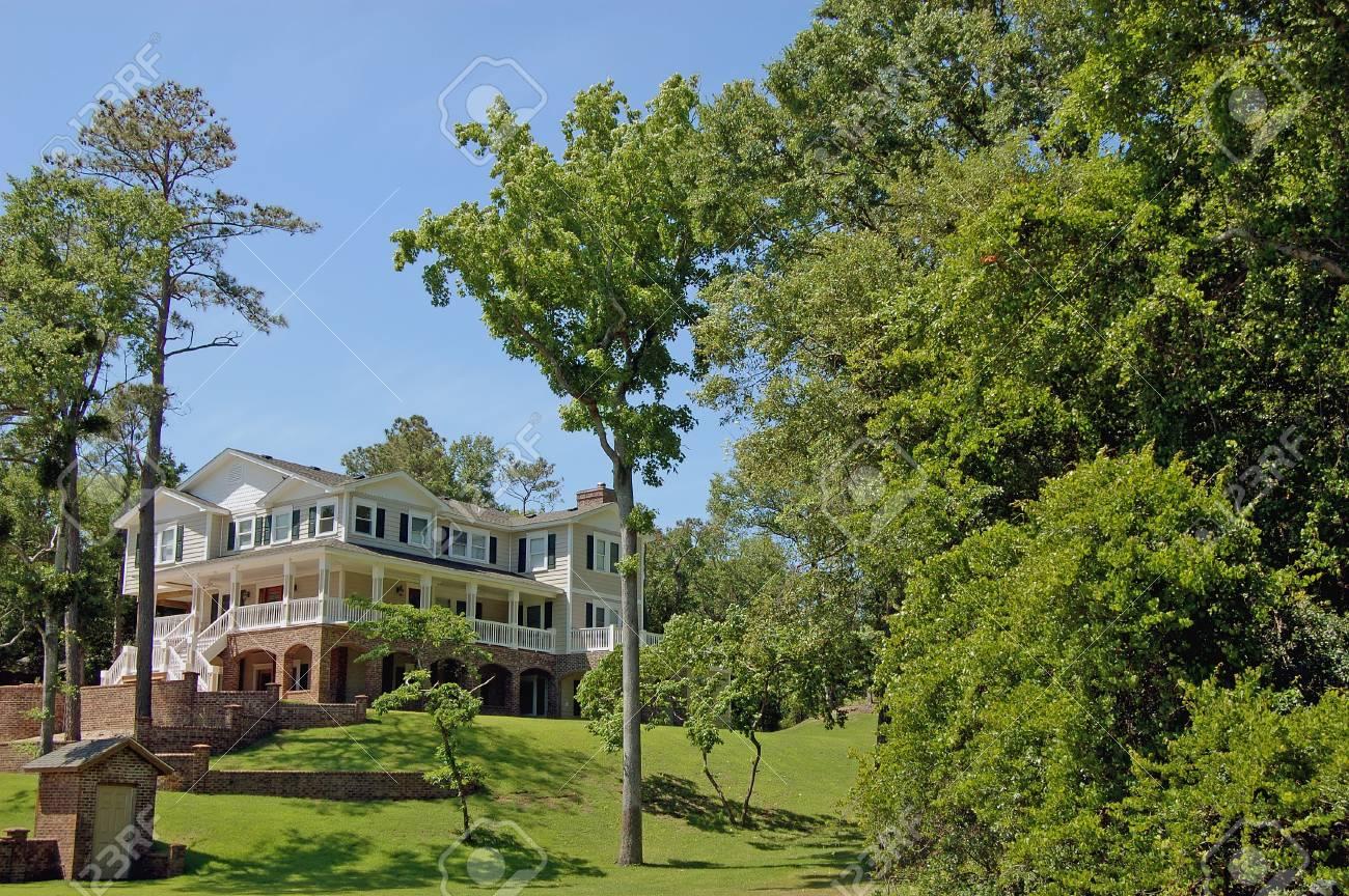 une nouvelle maison de luxe sur la côte est des etats-unis. banque d