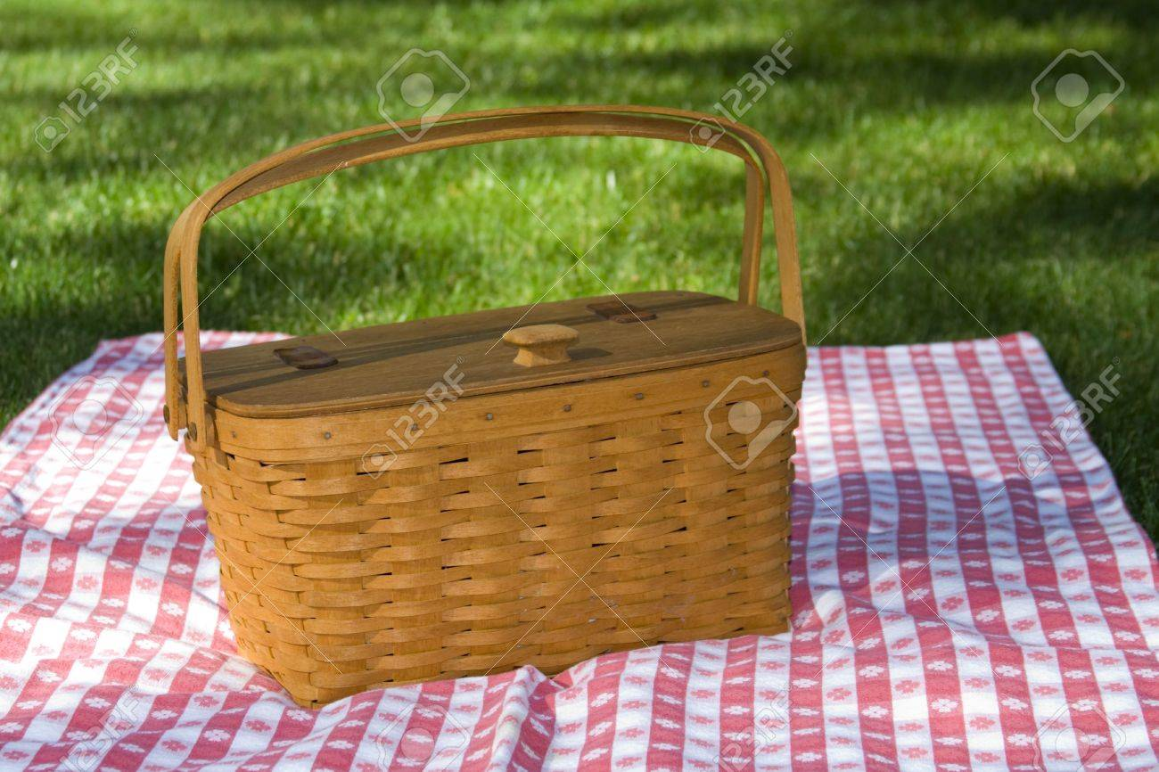 Not sharpened. Wooden woven picnic basket with was handmade in Ohio, sitting on red and white checked table cloth. Stock Photo - 434151