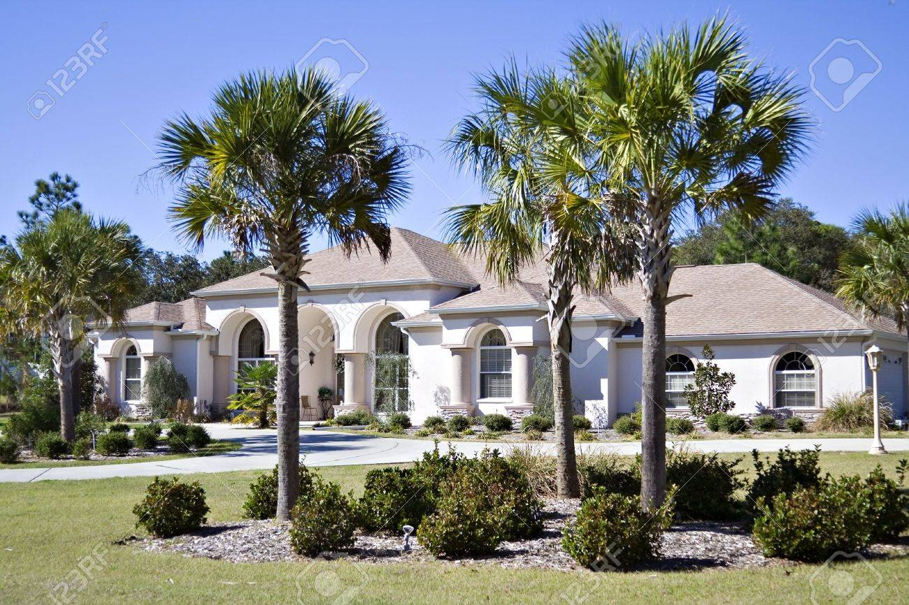A sprawling Floirda residential home with beautiful landscaping. Stock Photo - 789631