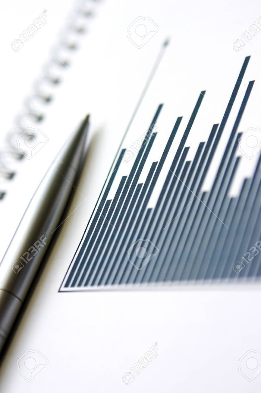 Column graph & silver pen - shallow depth of focus, grain on the graph columns is due to the print on paper Stock Photo - 706829