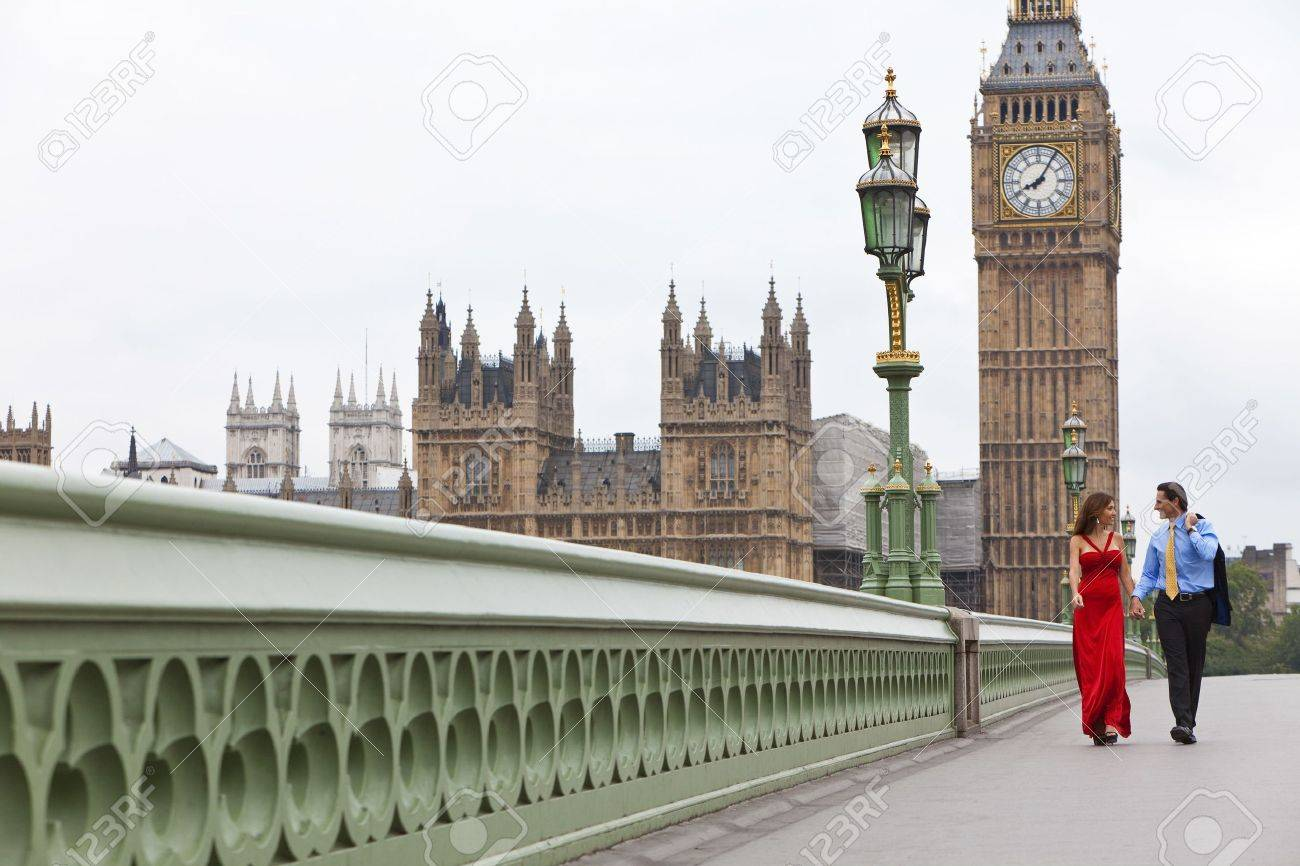 Romantic man and woman couple on Westminster Bridge with Big Ben in the background, London, England, Great Britain Stock Photo - 7962088