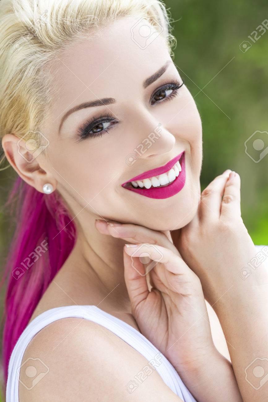 Mädchen haare braune blonde augen Blonde haare