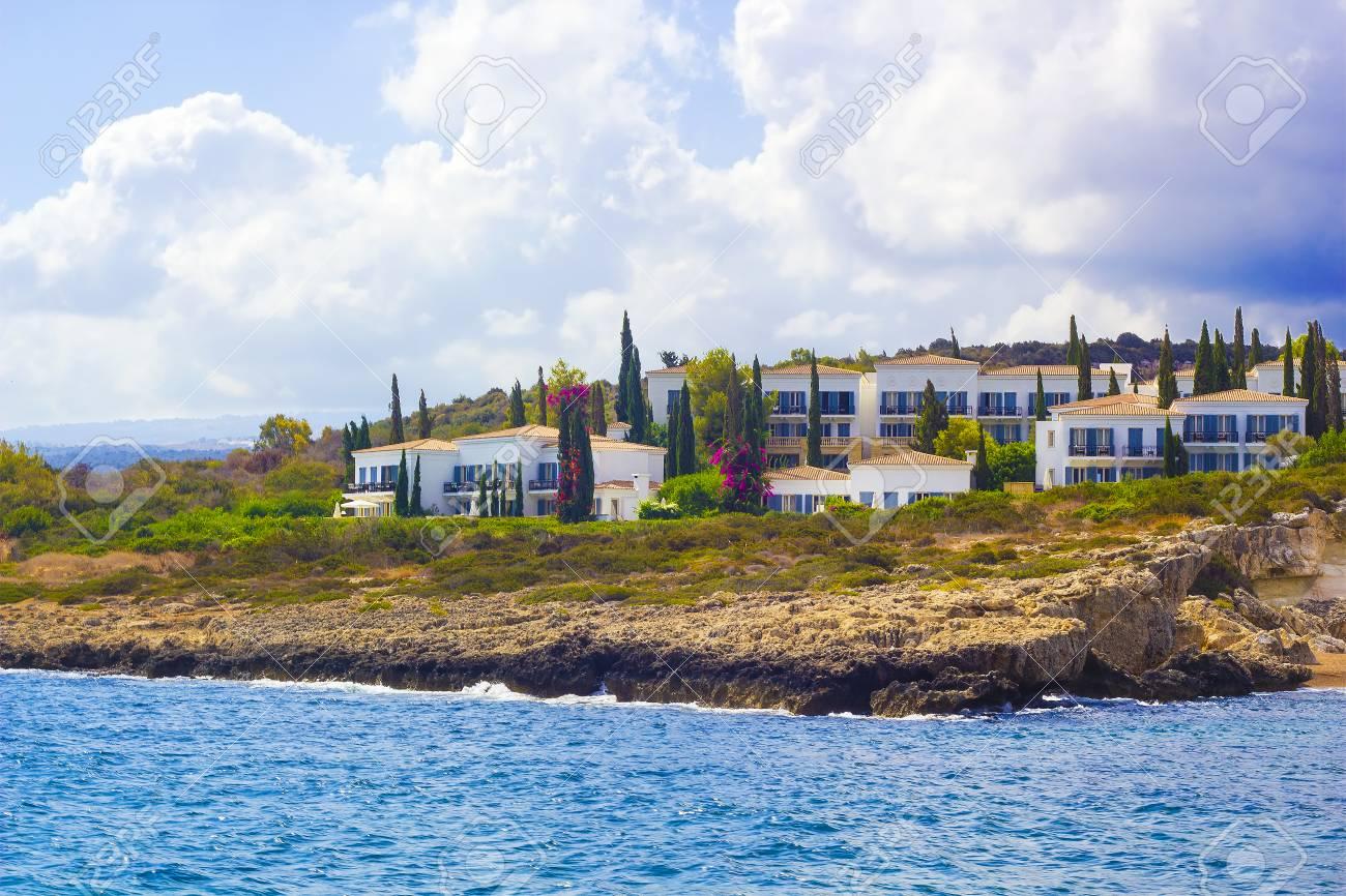 ホテルとビーチの海岸線の海党か...
