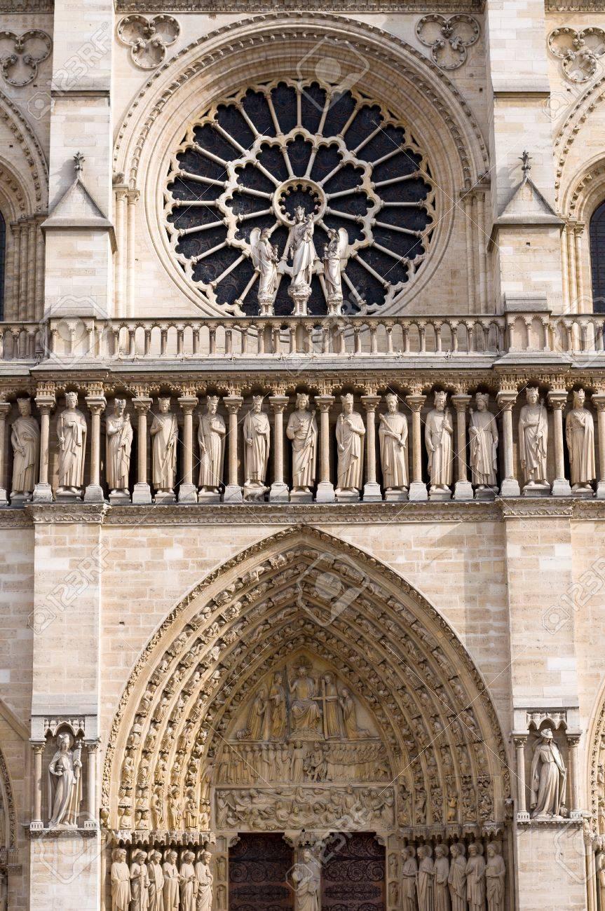 Louest Fenêtre Rois Statues Et Les Détails Architecturaux De La