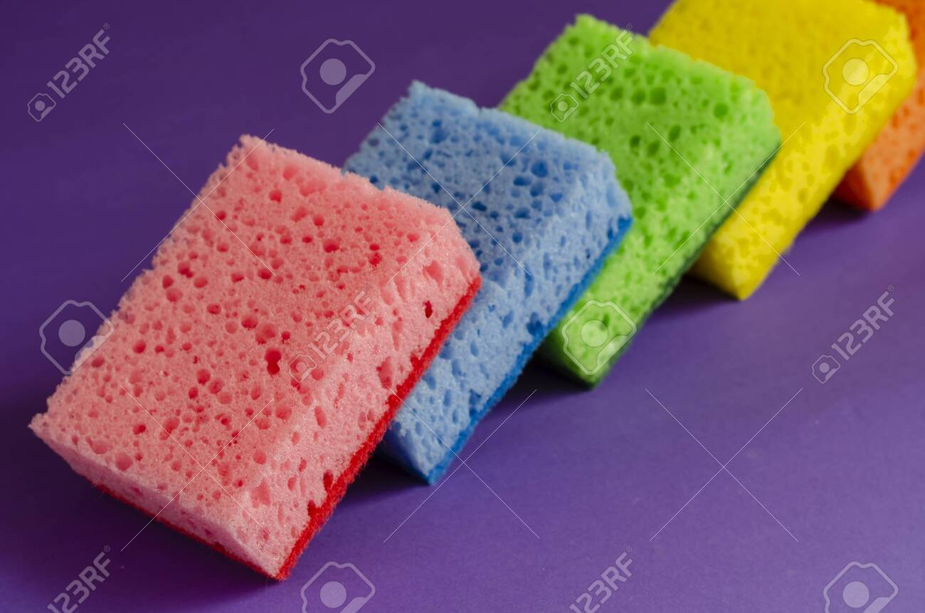 Kitchen sponges on a lilac background. Set of multi-colored kitchen sponges. Home routine and commercial cleaning company. Selective focus. - 145139703