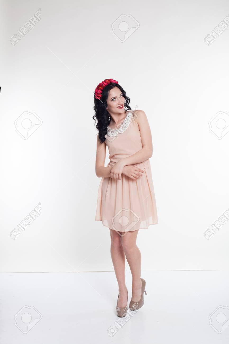 4b9e583e85a Banque d images - Une belle robe de cocktail élégante couronne de fille
