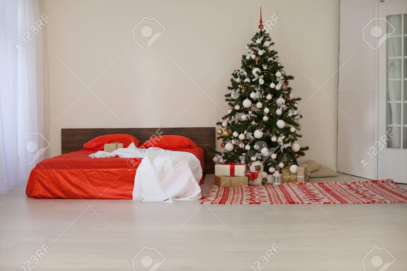 Decoration Chambre Coucher chambre à coucher avec noël nouvel an arbre décoration lit