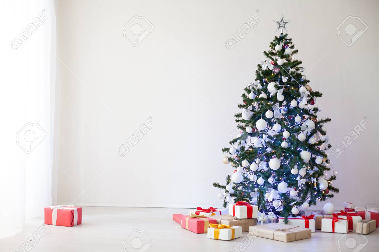 White House Decorations Christmas 2019 Christmas Decor White Room New Year Tree Gifts 2018 2019 Stock