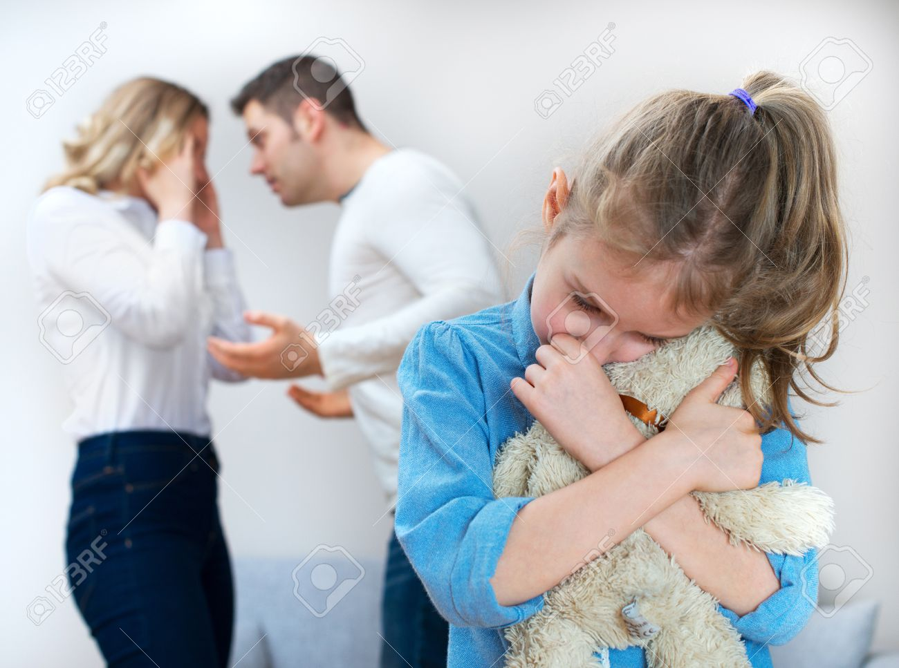 Parents quarreling at home, child is suffering. - 50404501