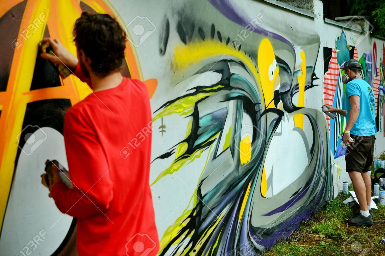 Graffiti on a fence. - 88298090