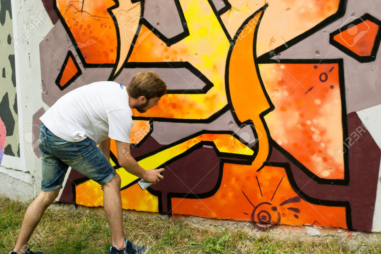Graffiti on a fence. - 88298092