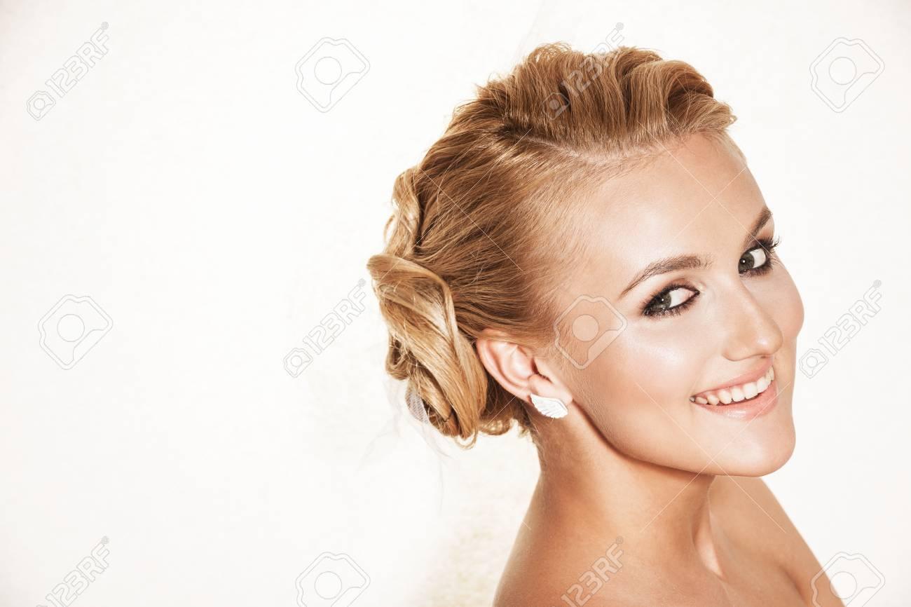 Portrait Der Liebevollen Blonden Frau Schone Braut Mit Hochzeit