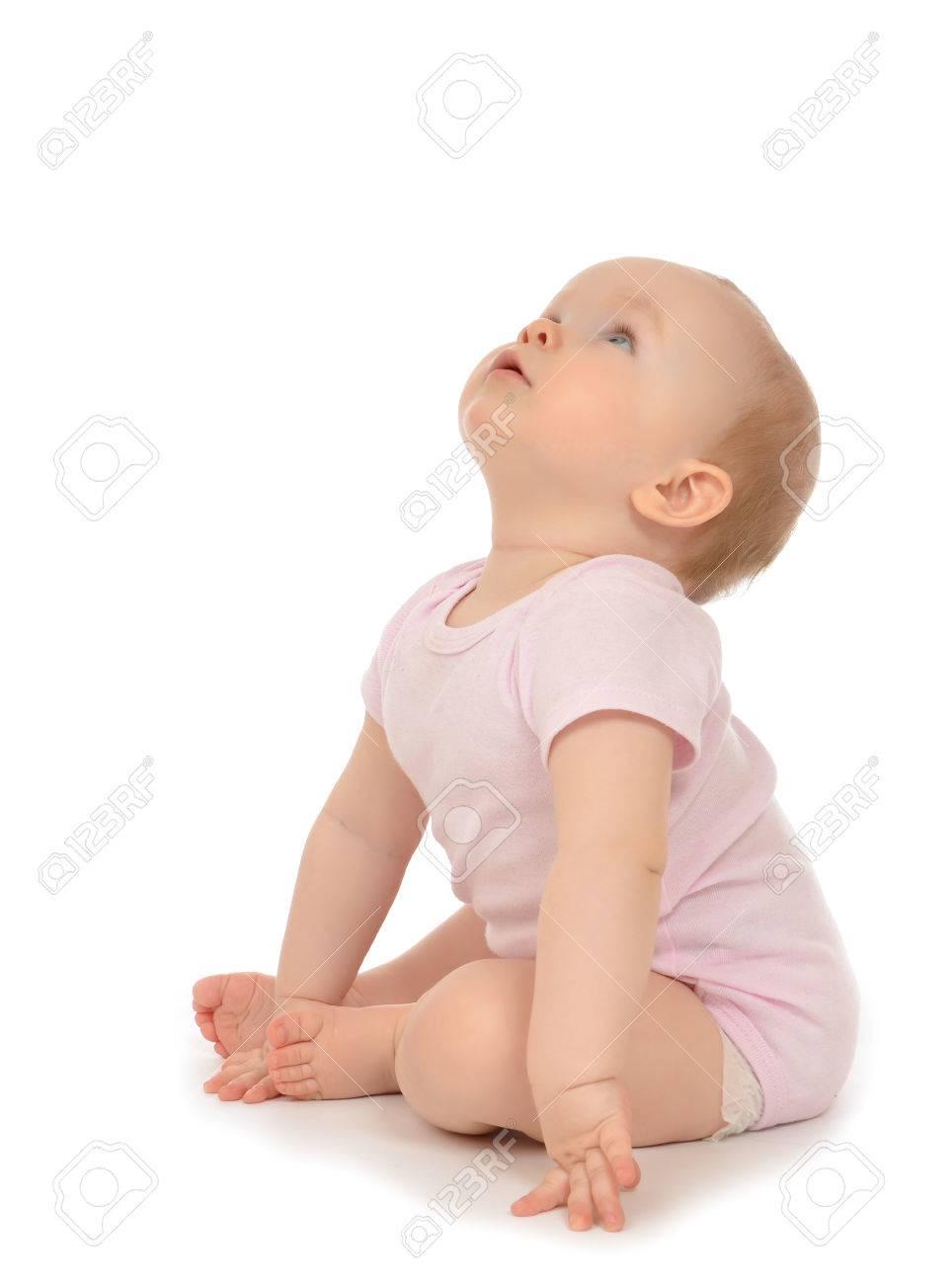 b98f8ddff099b Banque d'images - Bébé de 10 mois de l'enfant en bas âge assis sourire  heureux regardant sur un fond blanc