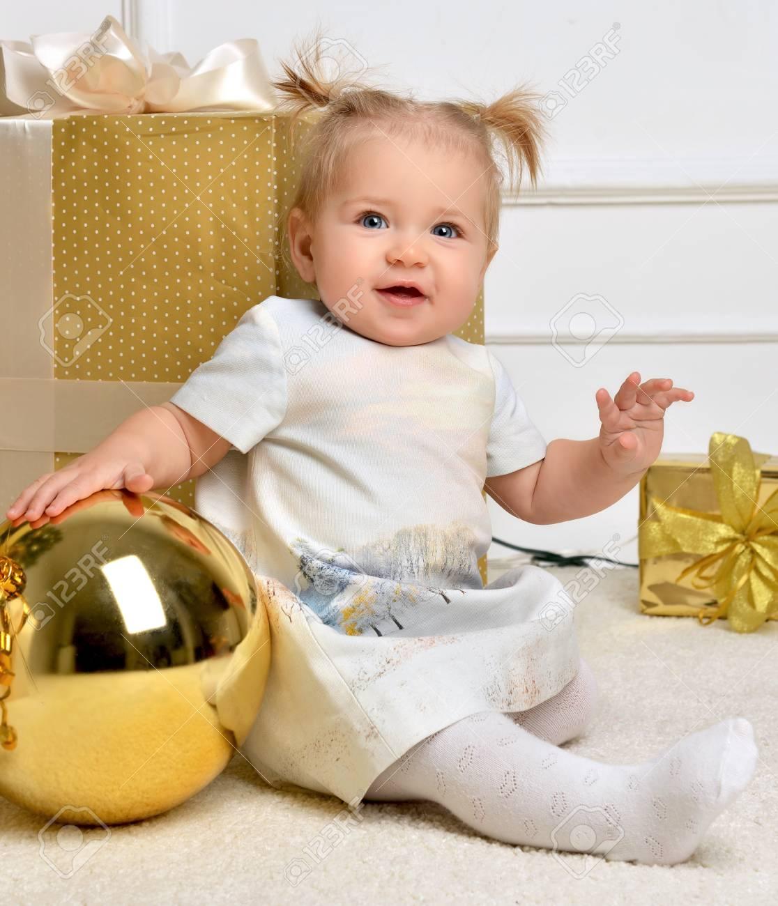 Weihnachten Baby Kind Kleinkind In Der Nähe Von Gold ...