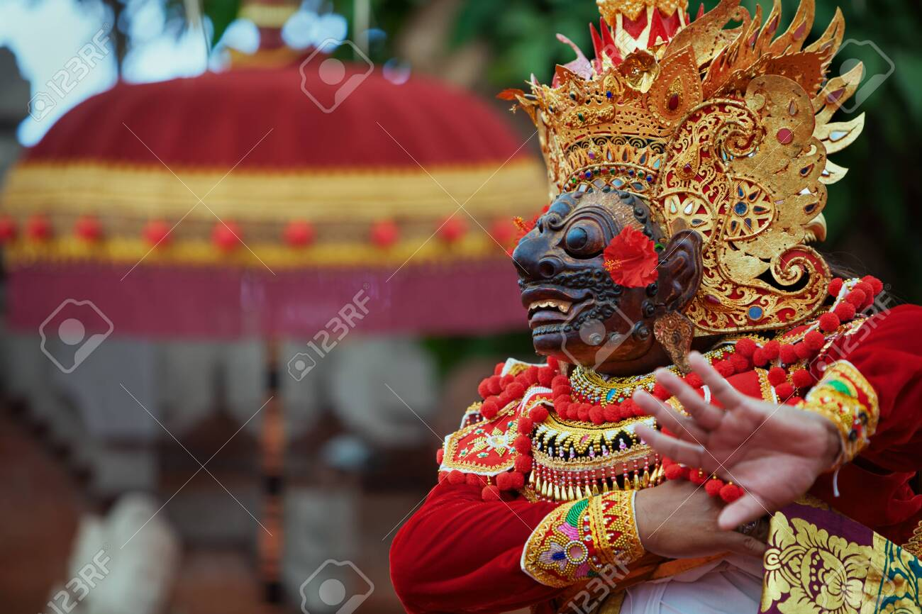 Traditional Balinese costume and mask Tari Wayang Topeng - characters of Bali culture. Temple ritual dance at ceremony on religious holiday. Ethnic festivals, arts of Indonesian people - 137755744