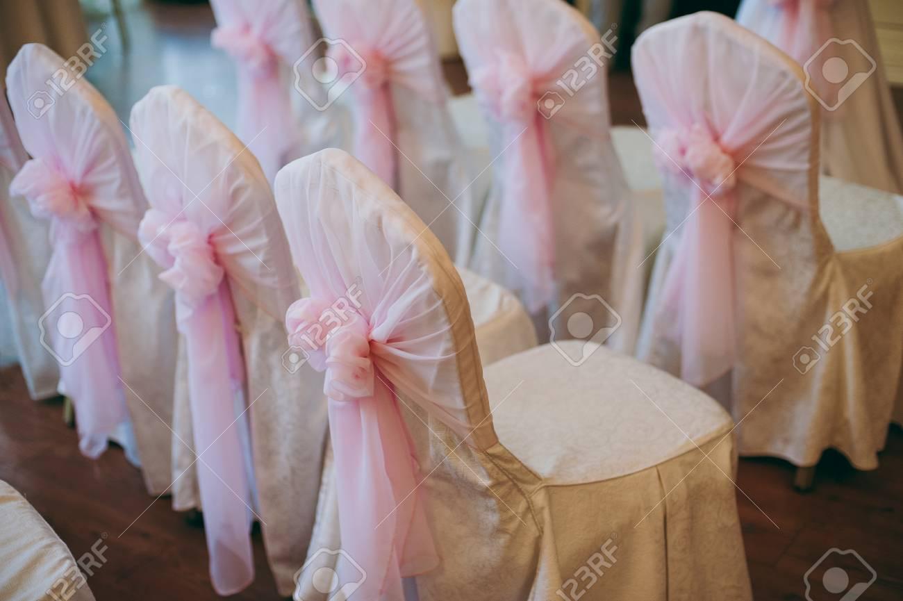 Dekoration Der Stuhle Bei Der Hochzeit Schone Stuhle Mit