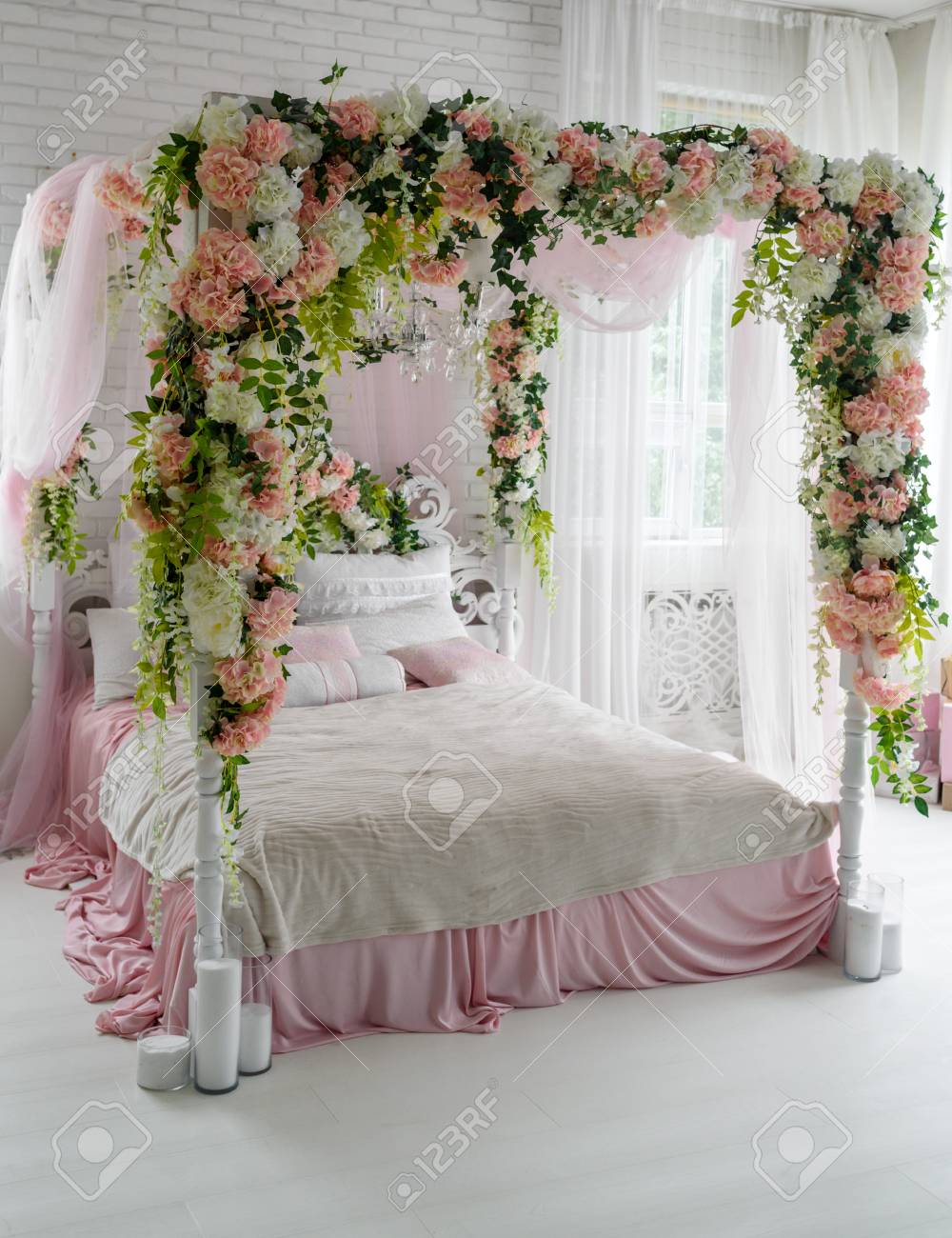 Honeymoon Suite With Canopy Bed Free Space Luxurious Wood Canopy