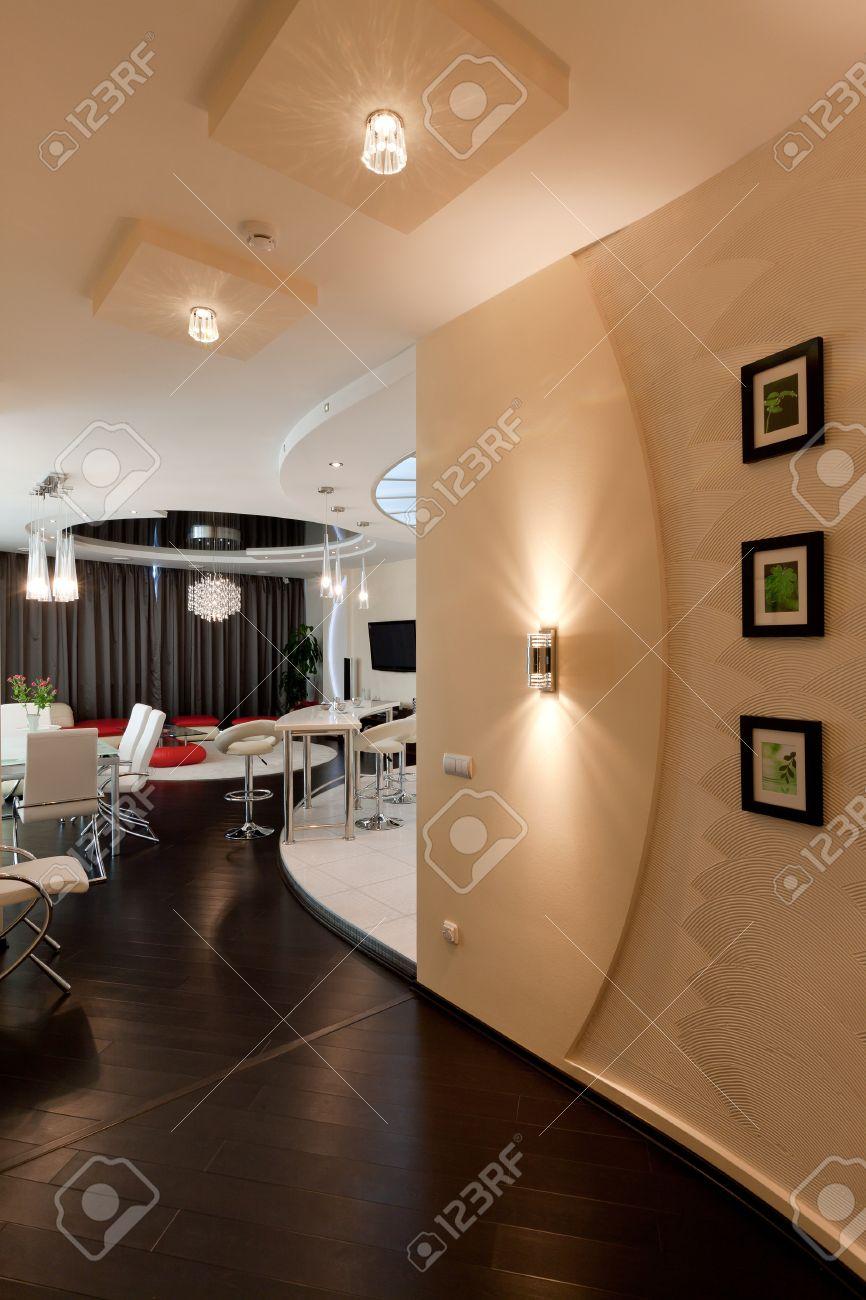 Modernes Apartment Wohnzimmer Mit Kochnische Lizenzfreie Bilder