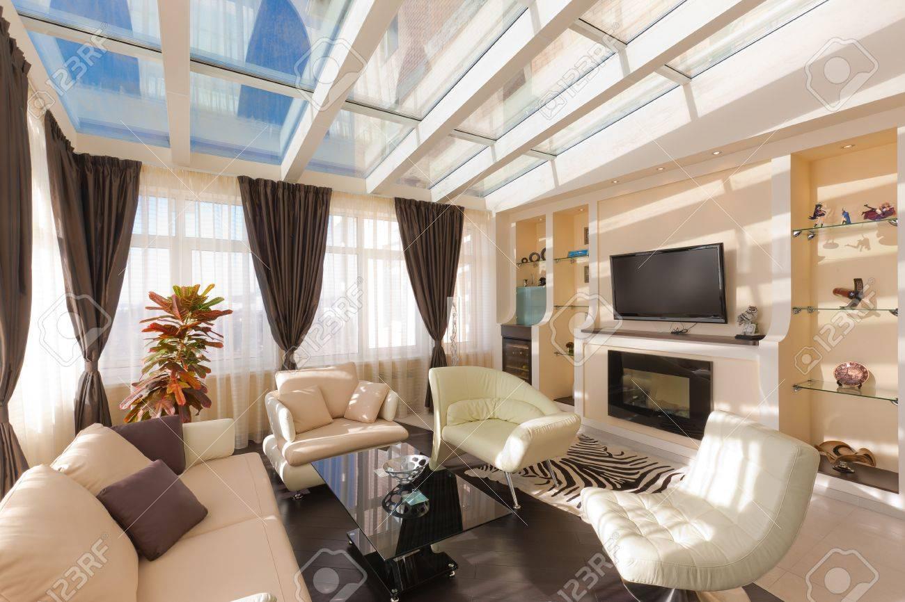Appartamento Moderno, Soggiorno Con Angolo Cottura Foto Royalty ...