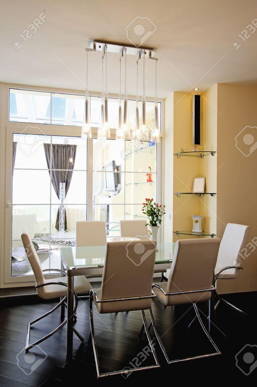 appartamento moderno, soggiorno con angolo cottura foto royalty ... - Soggiorno E Angolo Cottura