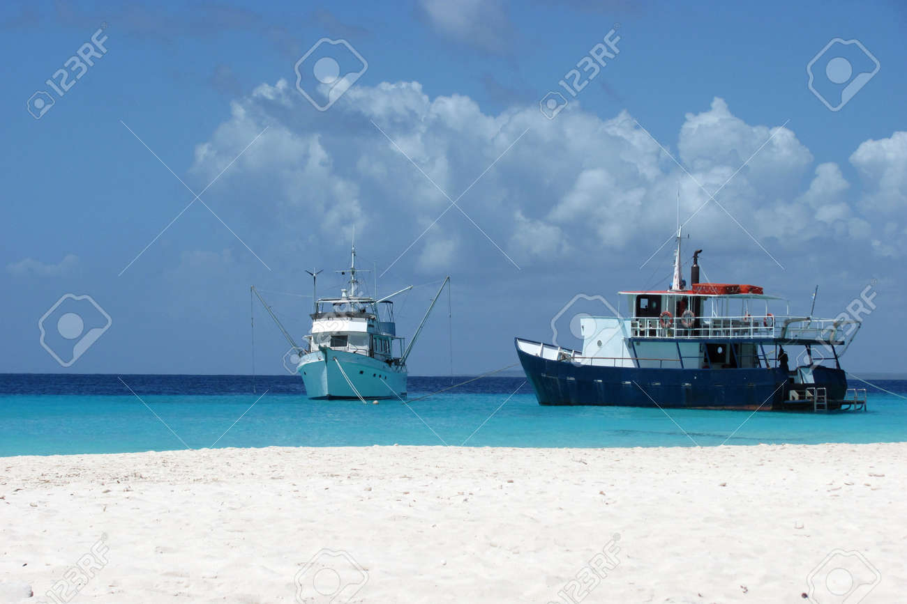 Our happy time on a tropical island Stock Photo - 14171323
