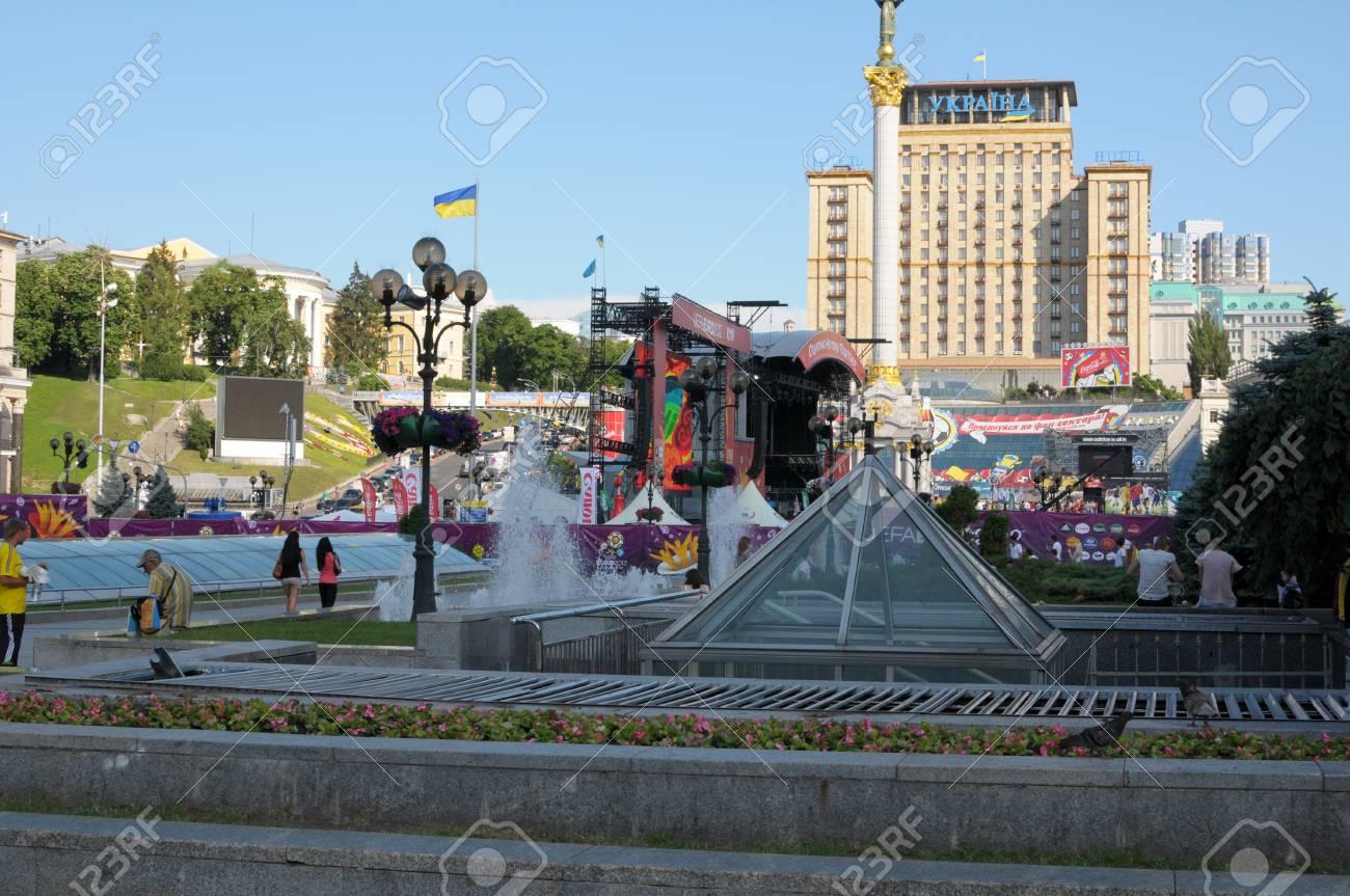 File:Kiev fanzone Euro 2012.jpg - Wikimedia Commons | 863x1300