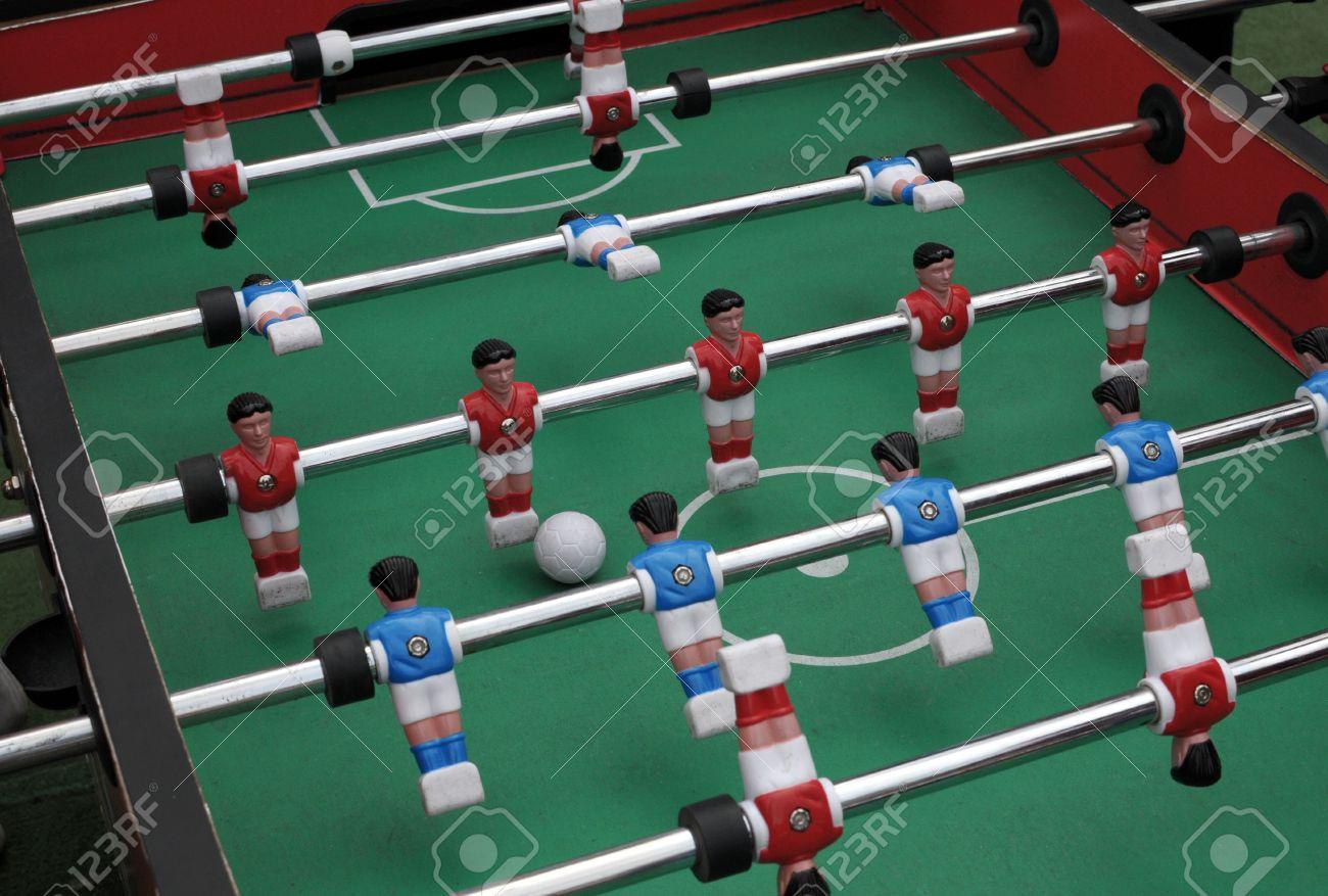 Futbol Juego De Mesa Con Jugadores De Color Rojo Y Azul Fotos