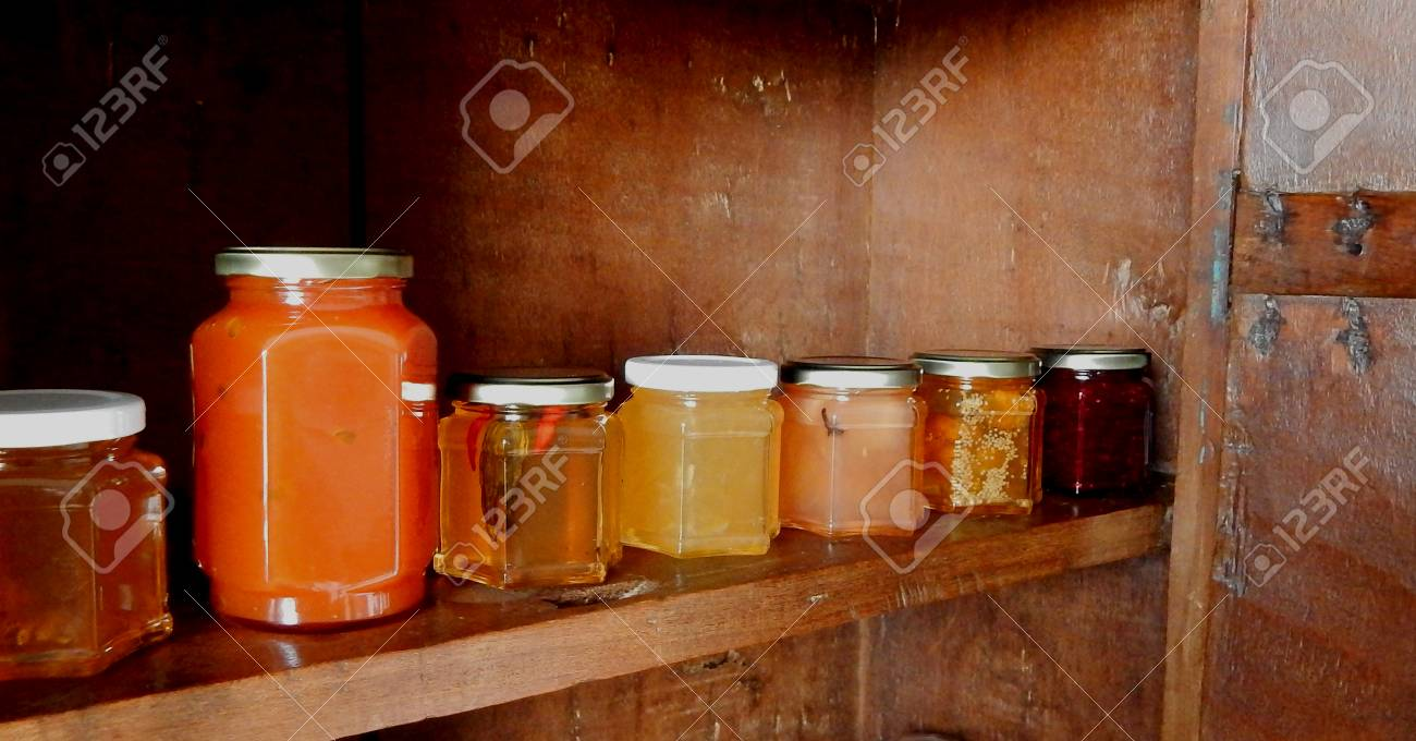 Pots Of Confitures Plusieurs Piments Parfums Et De La Passion  # Meuble Rustique