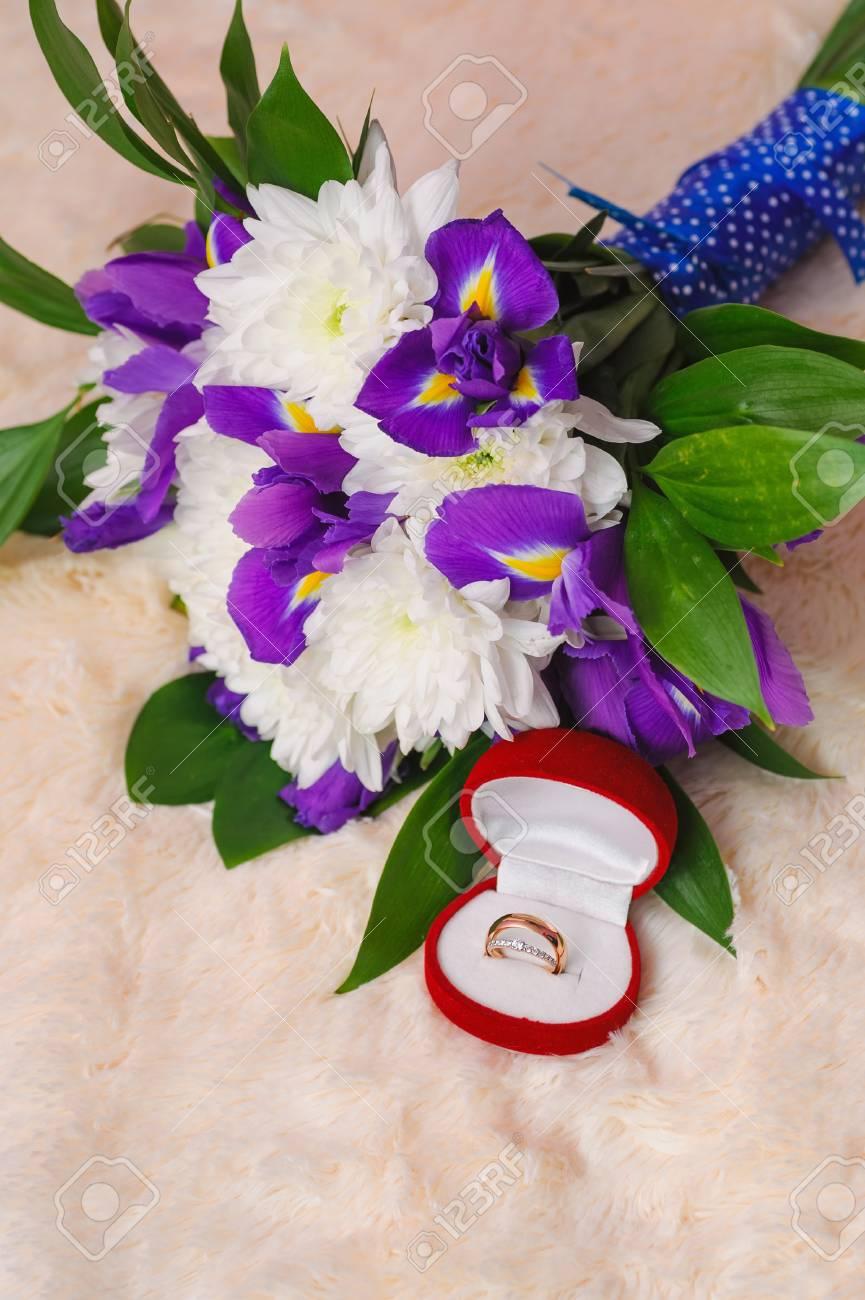 Bouquet Sposa Iris.Wedding Bouquet With Violet Iris And Chrysanthemum Near Open