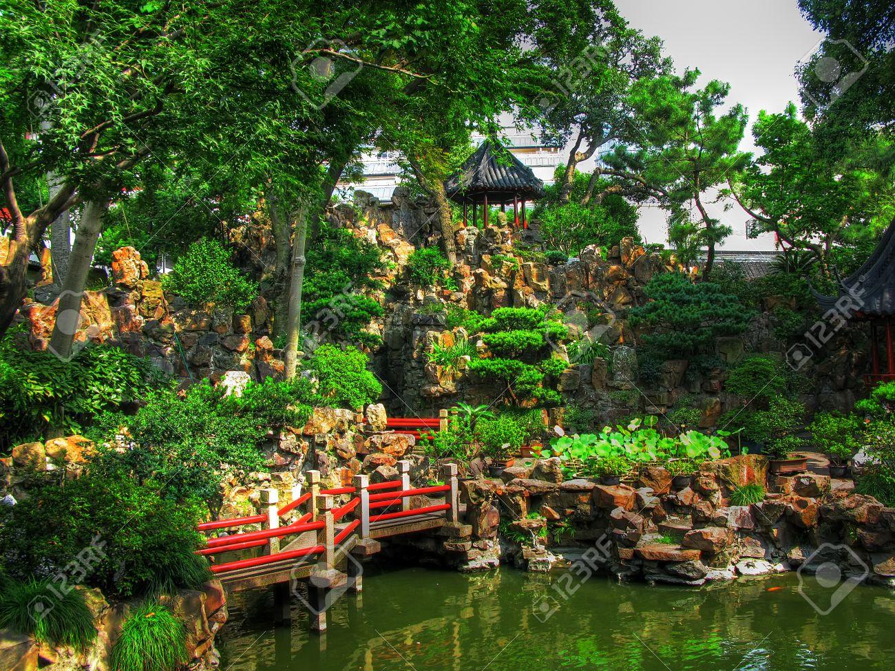 Le Jardin Du Mandarin Yu Il Est Un Jardin Chinois Classique Situe Dans Le Nord Est De La Vieille Ville De Shanghai En Chine