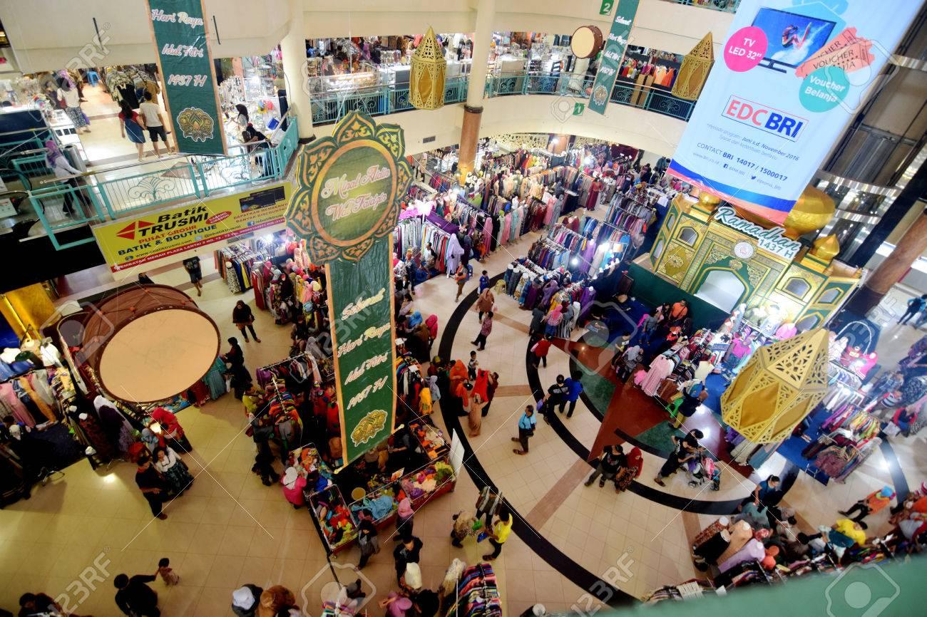 Hasil gambar untuk foto shopping center in indonesia