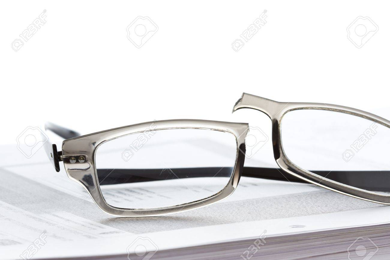 Broken eyeglasses on document papers Stock Photo - 16664292
