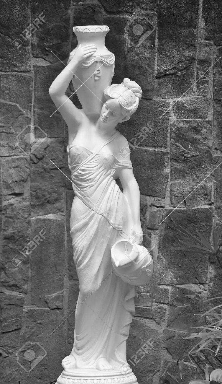 Girl sculpture park with an amphora - 27585690