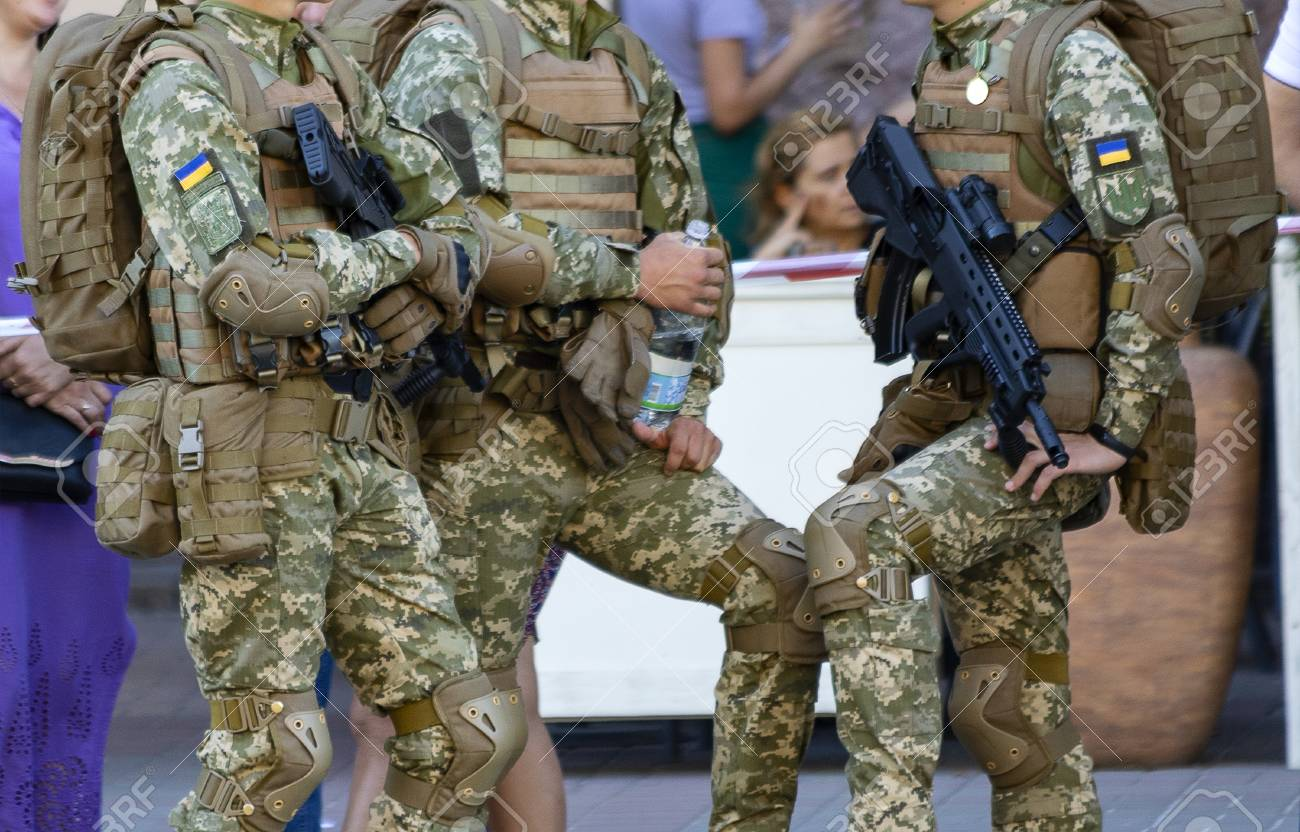Soldiers with the new Small Arms - 107230325