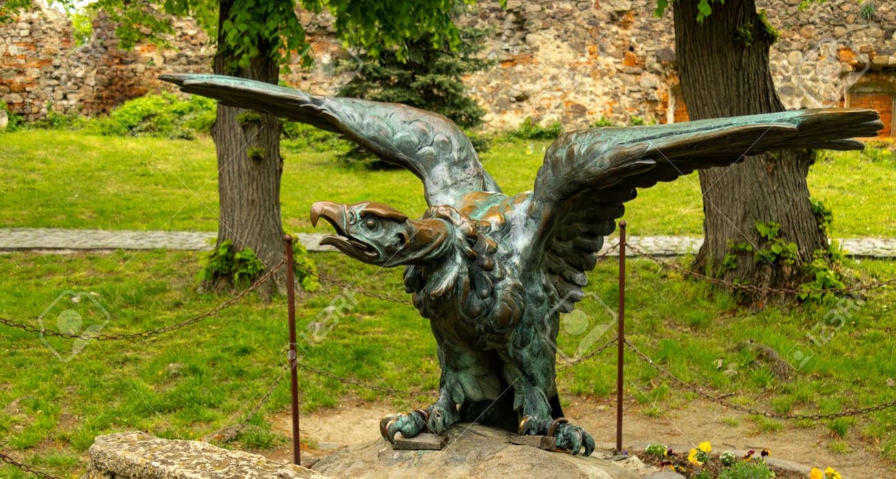 bronze eagle on a granite pedestal. - 166234177