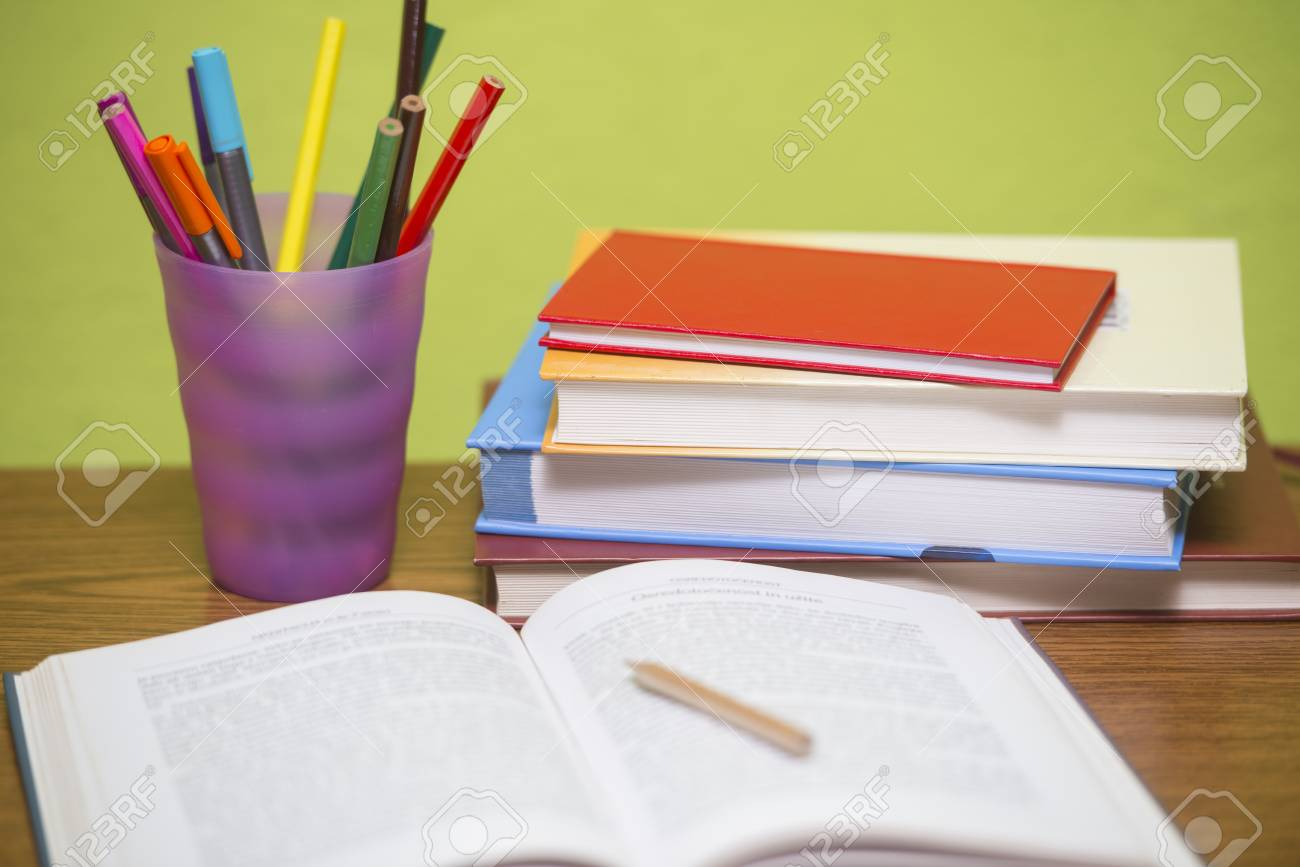 Studying table with accessories - 92733427