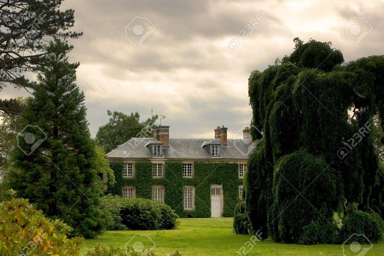 big beautiful house Stock Photo - 410409