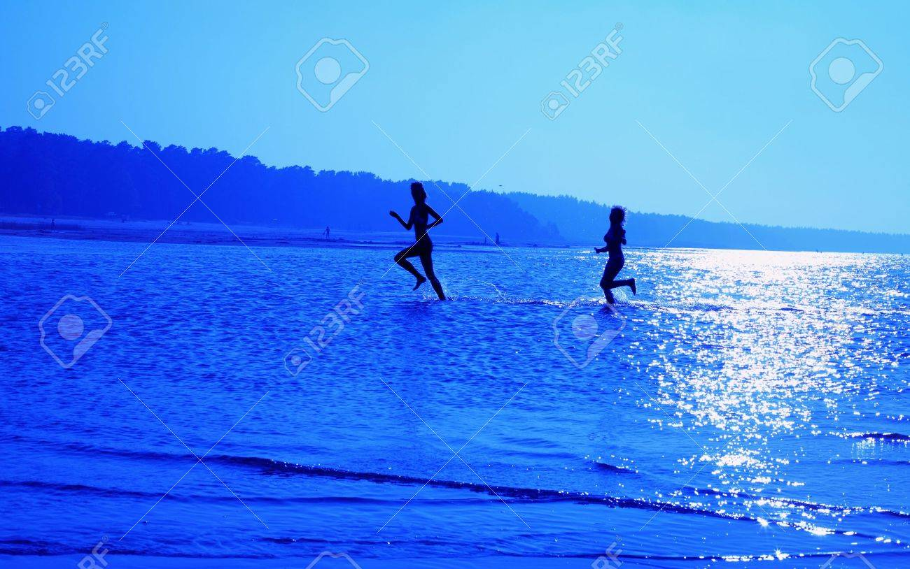 silhouette image of two running girls in water Stock Photo - 749209