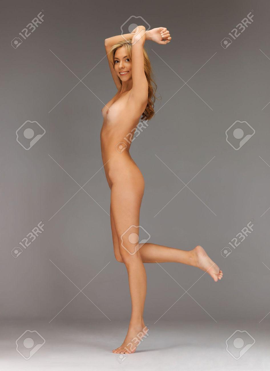 Голые с босыми ногами