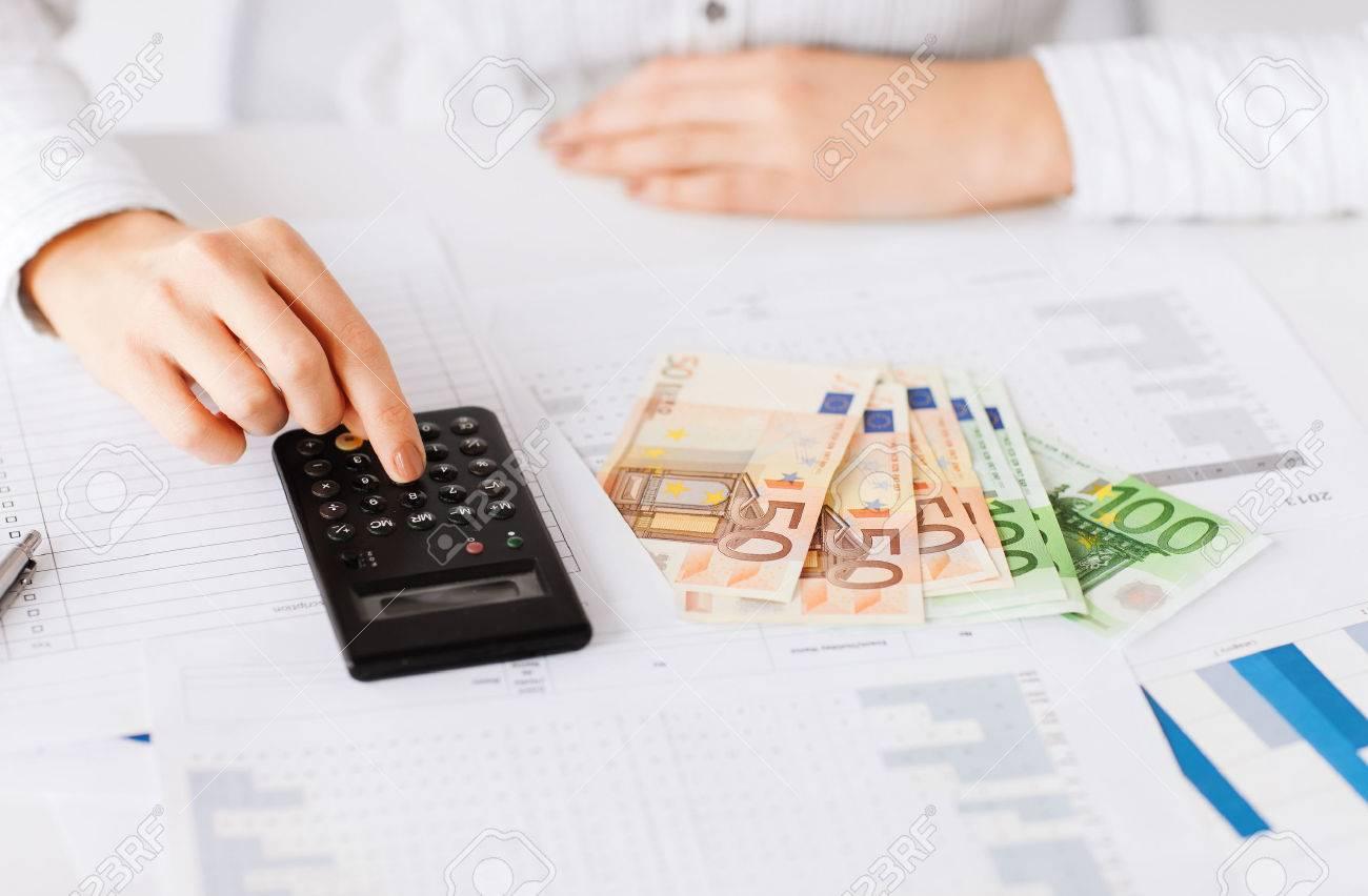 Affaires bureau maison l école l impôt et le concept de l