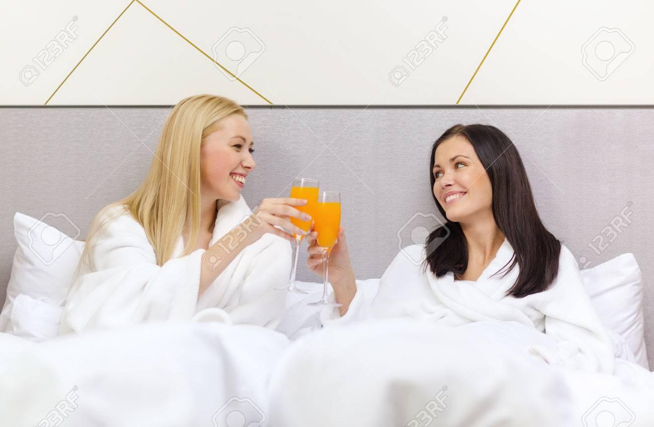 Immagini stock albergo viaggio l amicizia e il concetto di