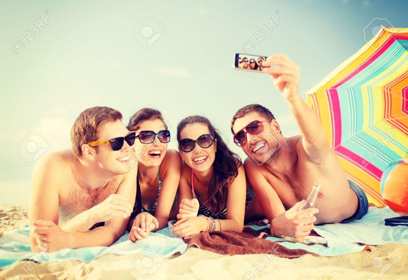 """Résultat de recherche d'images pour """"images groupe plage et smartphone"""""""