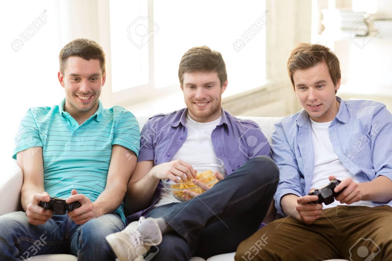 La Amistad La Tecnologia Los Juegos Y El Concepto De Casa