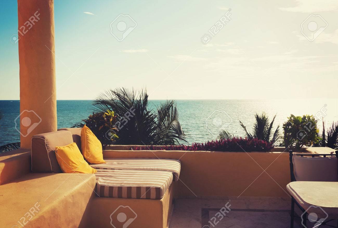 Vacanza, Casa E Concetto Di Viaggio - Vista Mare Dal Balcone Di ...