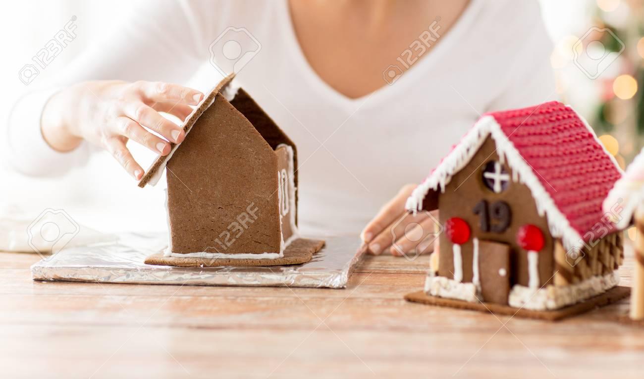 Kochen, Menschen, Weihnachten Und Dekoration Konzept - Glückliche ...
