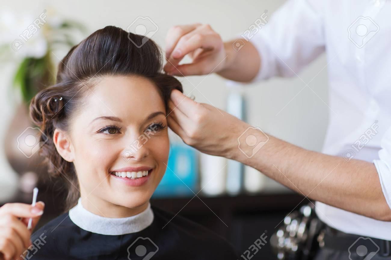 Schönheit Frisur Und Menschen Konzept Glückliche Junge Frau Mit