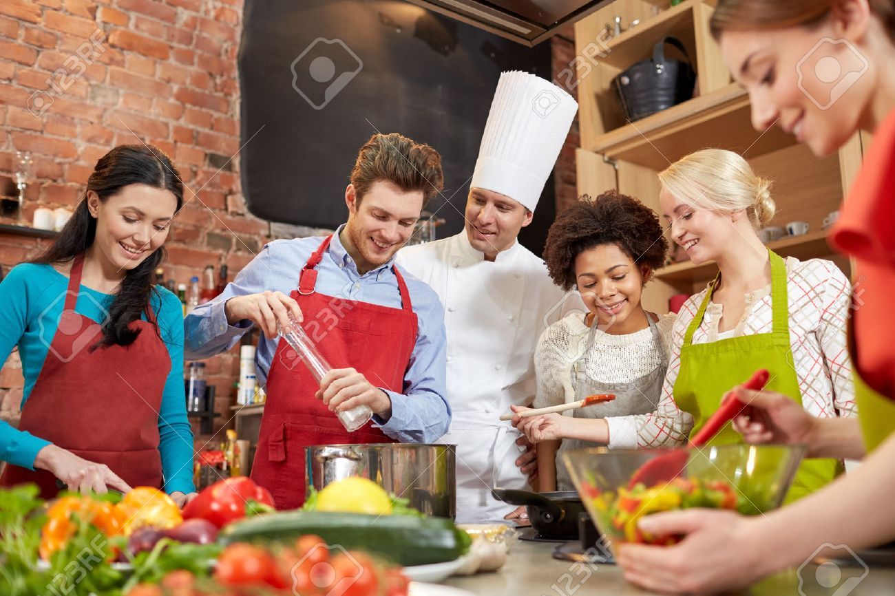 Professionele keuken royalty vrije foto's, plaatjes, beelden en ...